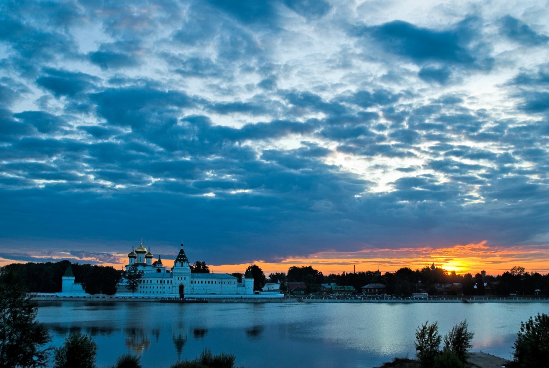 Закат над Волгой и Костромой
