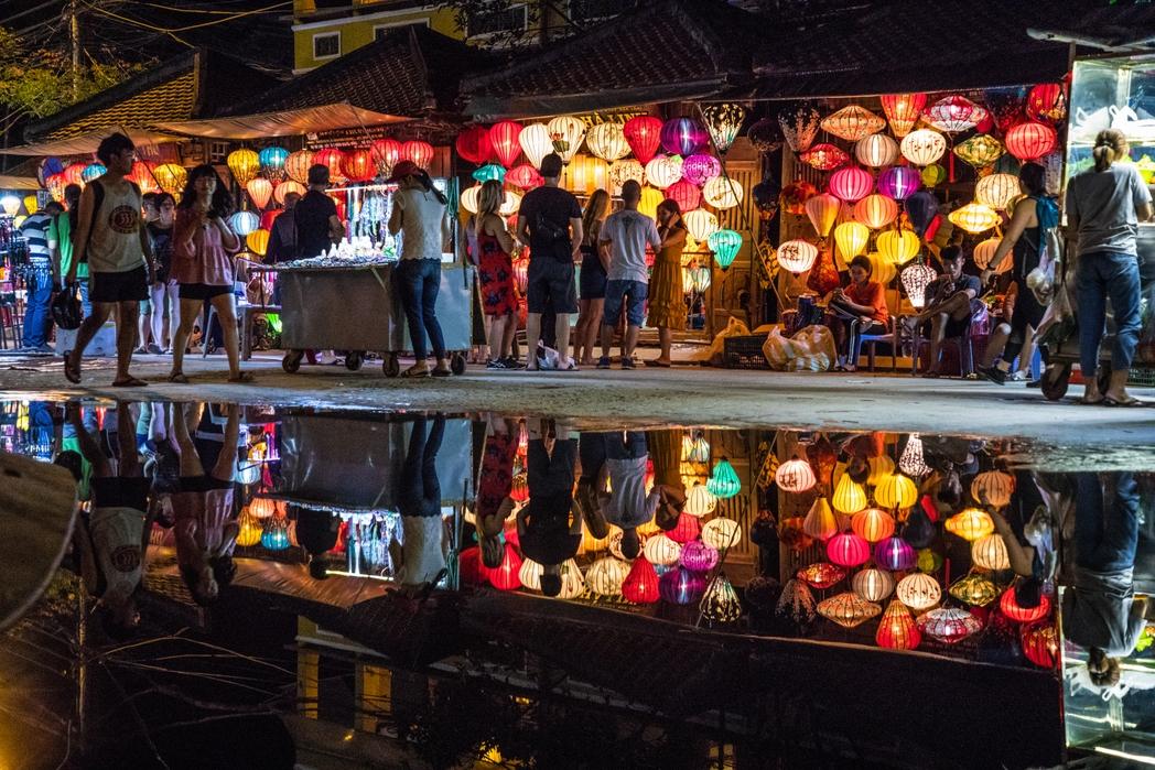 Ψώνια στο Χόι Αν - φωτισμένα φαναράκια