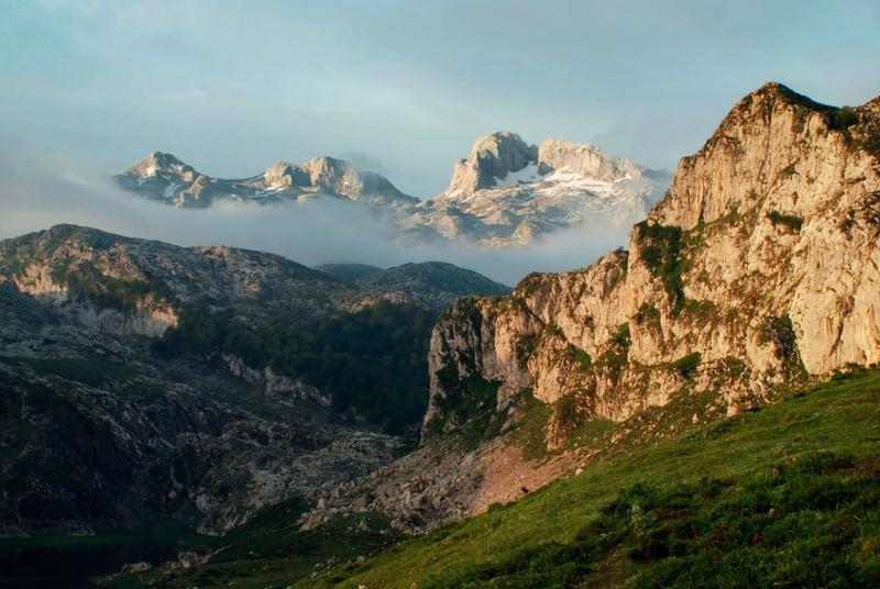 montañas con niebla