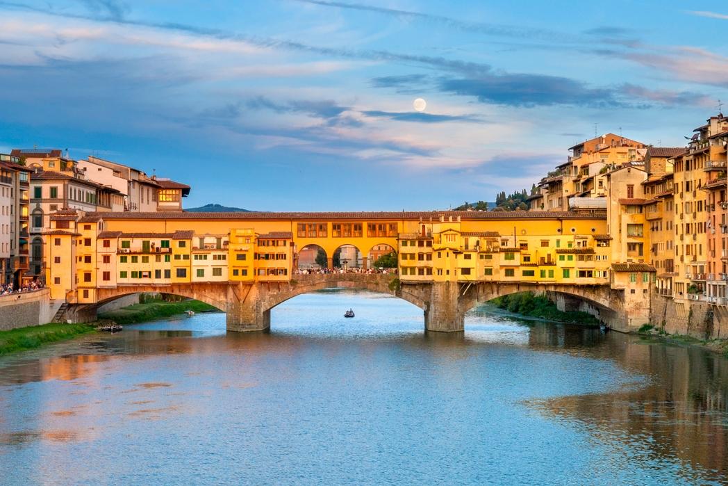 Η Ponte Vecchio της Φλωρεντίας το ηλιοβασίλεμα - πού να πάτε ταξίδι στην Ιταλία