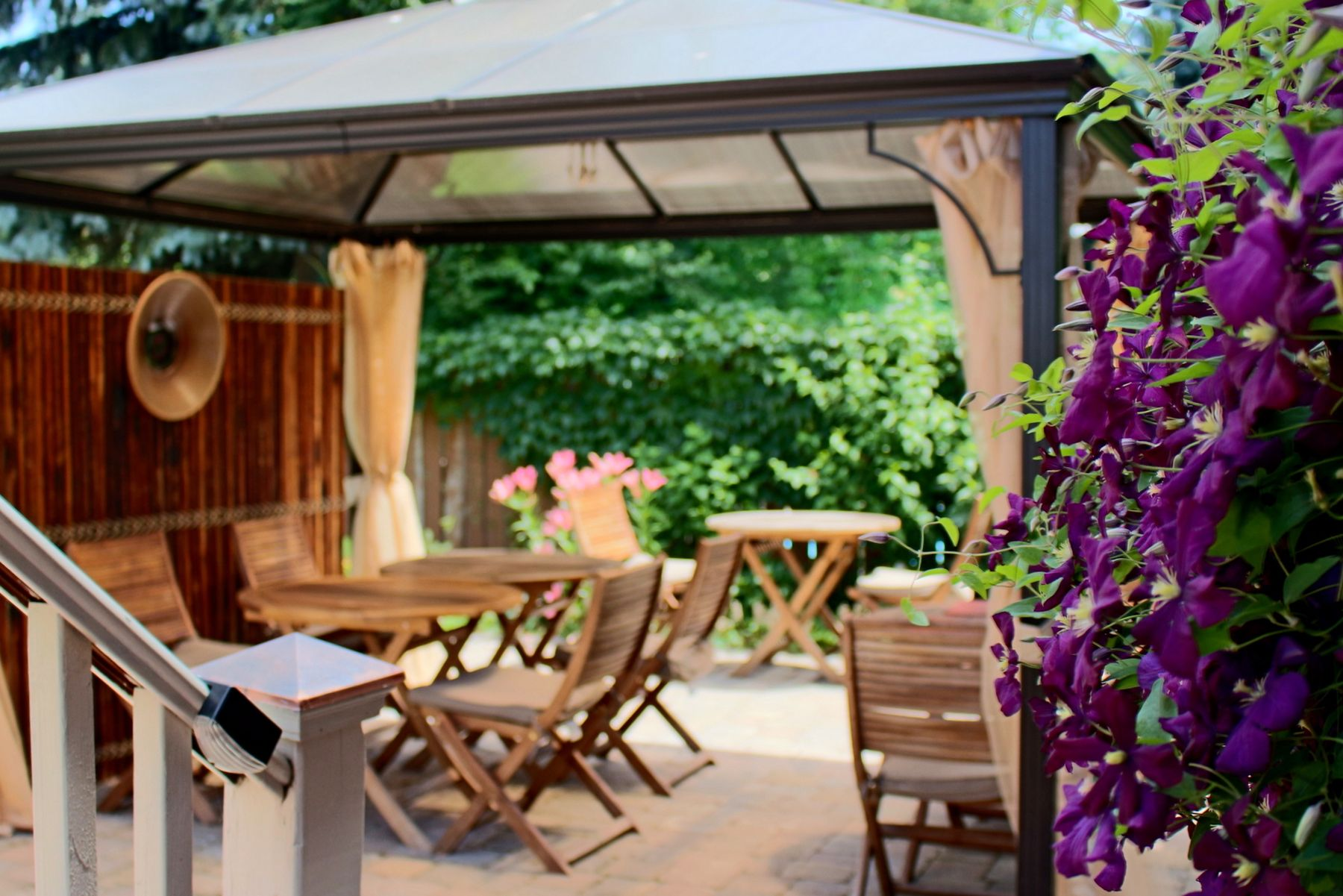 Outside patio with wooden furniture and garden at Globetrotters Bed and Breakfast in Niagara-on-the-Lake, Ontario