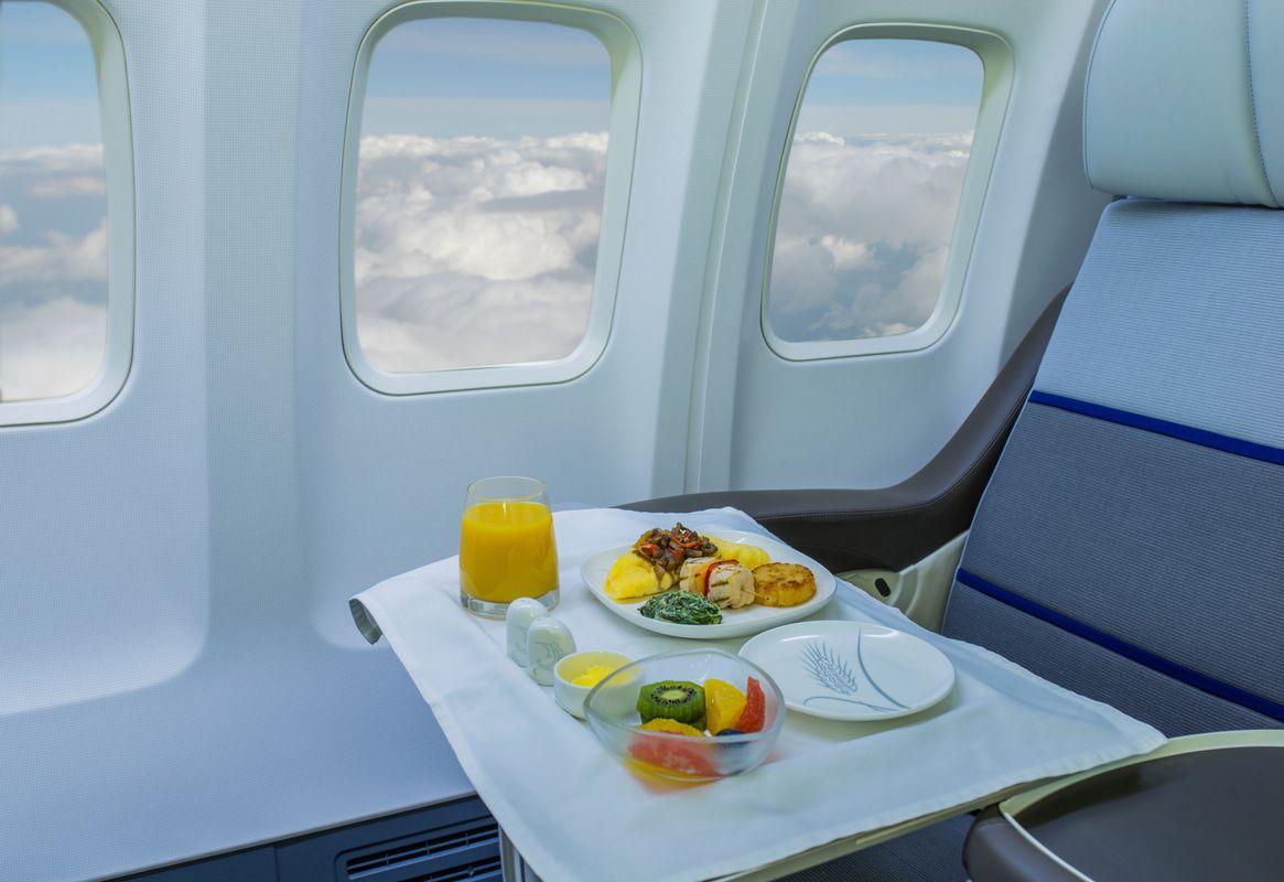 Γεύμα σερβιρισμένο στο αεροπλάνο