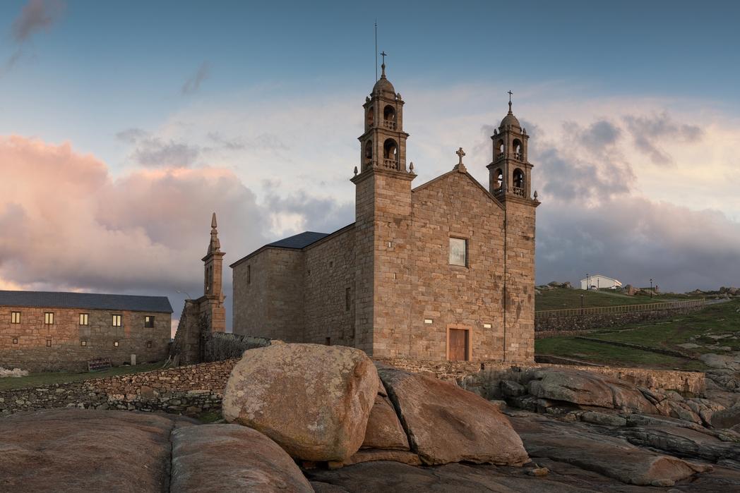 H εκκλησία Nosa Senora da Barca στην Muxia.