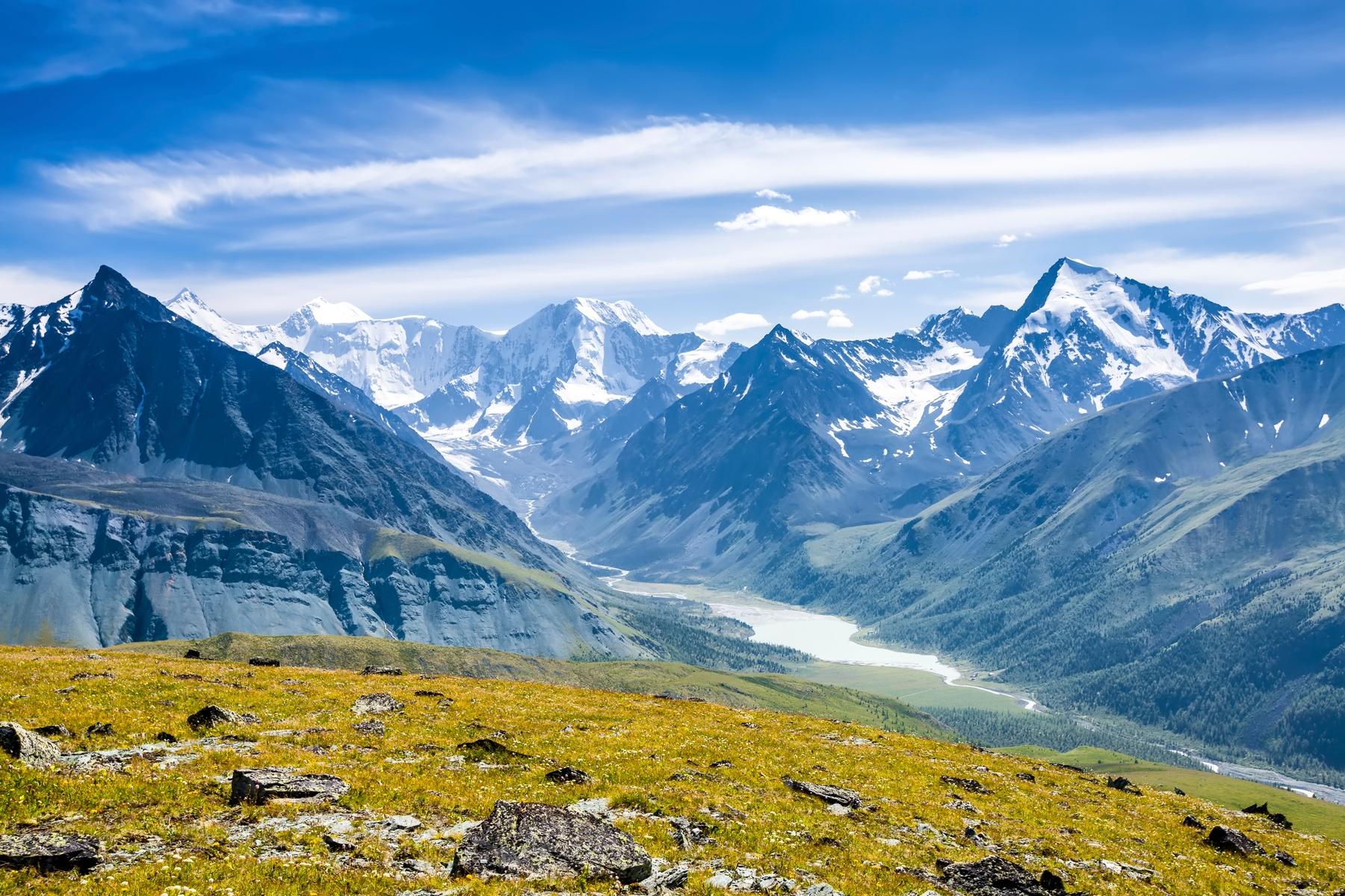 Алтайские горы — самые красивые места для горных походов в России