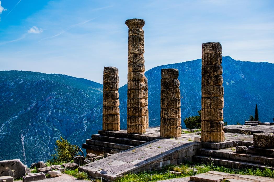 O Αρχαιολογικός Χώρος των Δελφών - 12 must στάσεις σε μια εκδρομή στον Παρνασσό