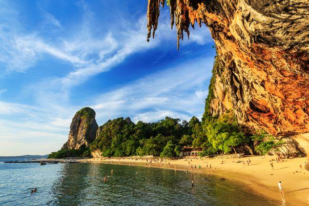 Η δημοφιλής χερσόνησος Railay στο Κράμπι, που αξίζει να πάτε στο ταξίδι σας στην Ταϊλάνδη