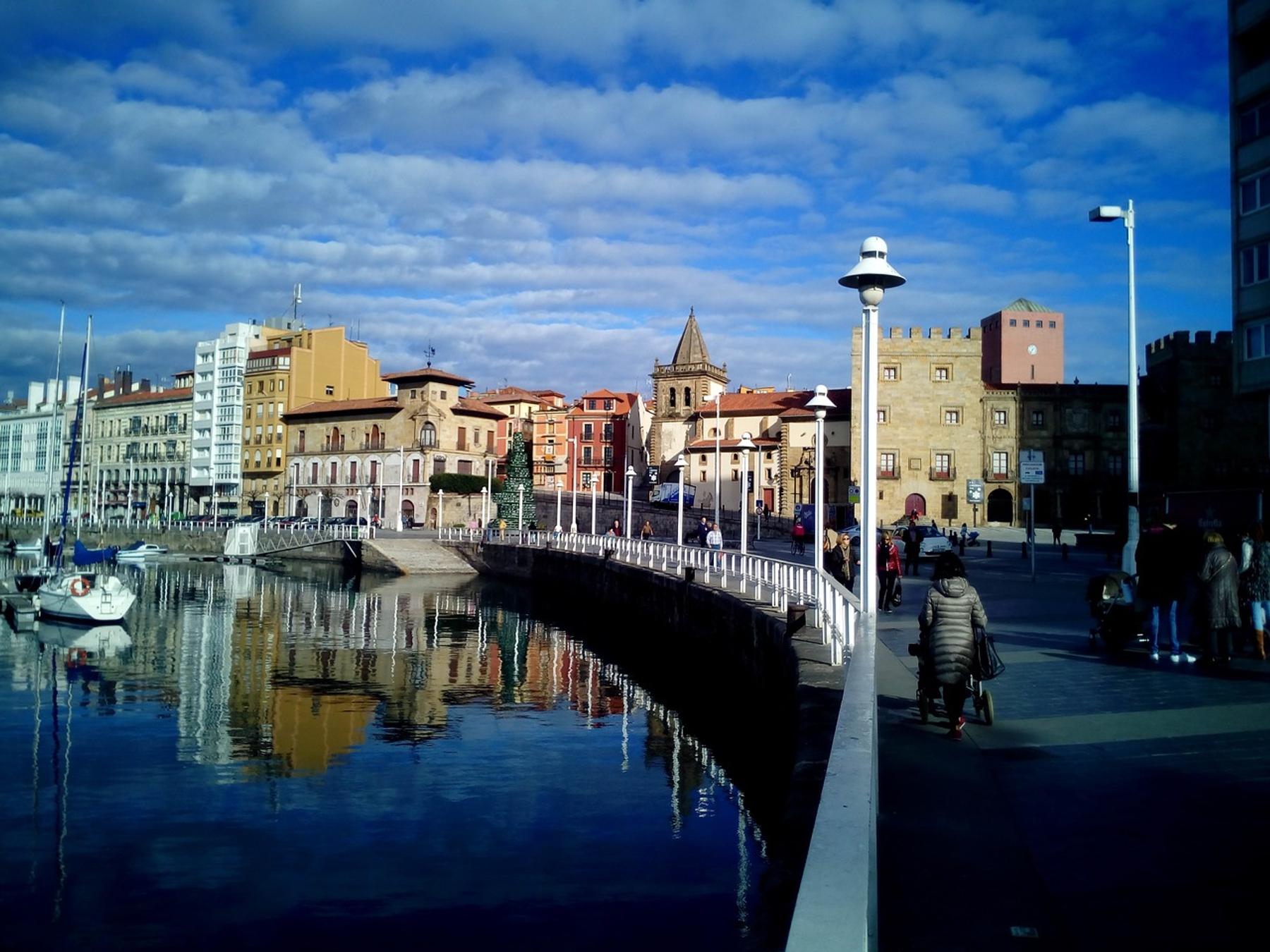Puerto de la ciudad de Gijón en Asturias