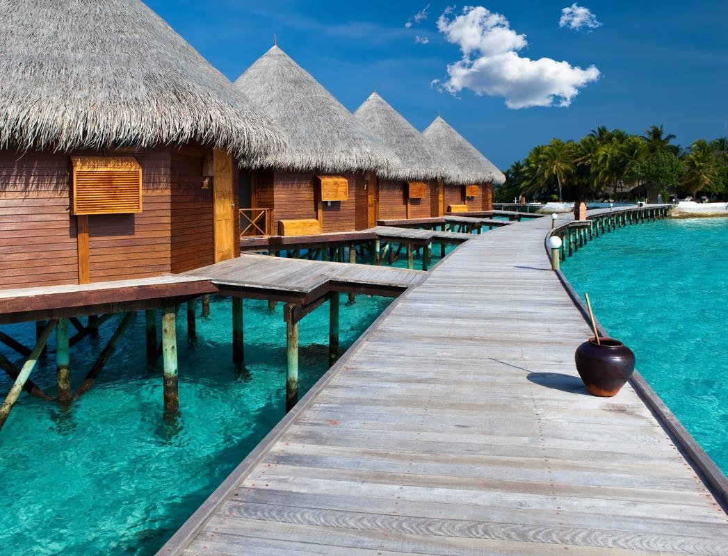 Resort μέσα στη θάλασσα στις Mαλδίβες