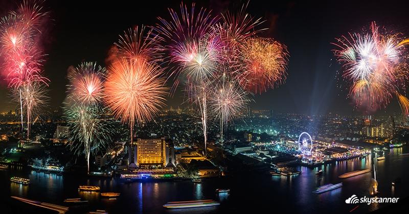 พลุปีใหม่ริมแม่น้ำเจ้าพระยา กรุงเทพฯ