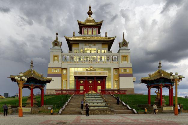 Храм Золотая обитель Будды Шакьямуни в Элисте