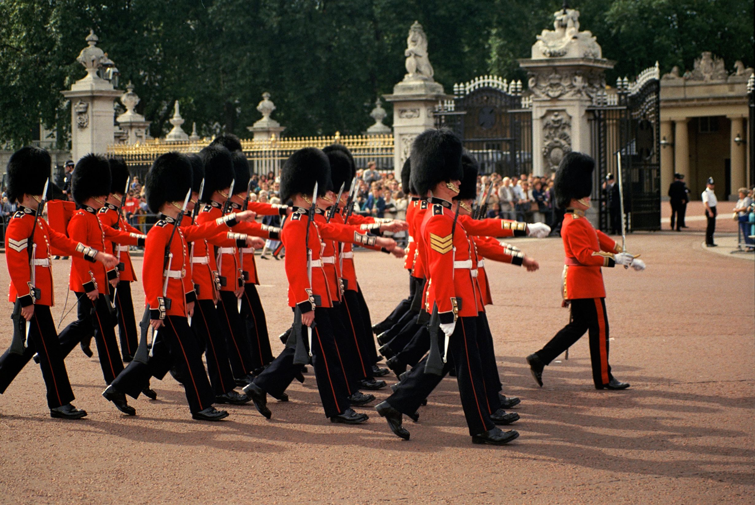 changing of the guards ceremony at Buckingham Palace