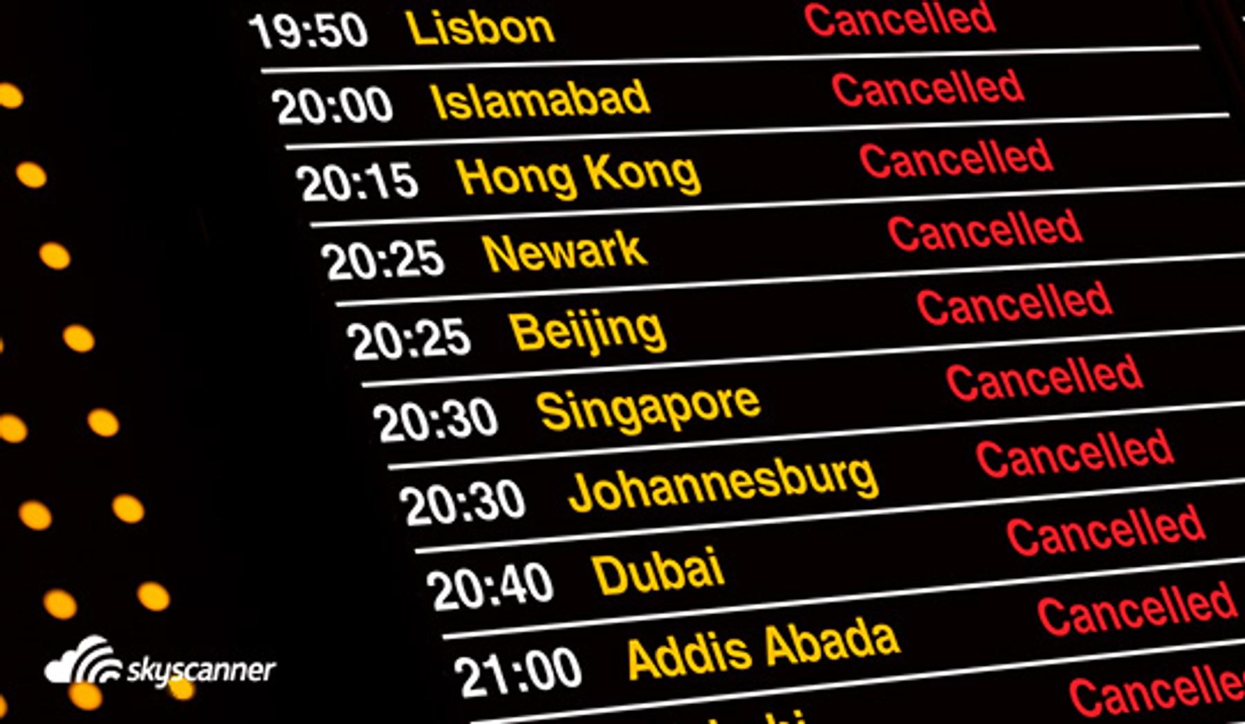 Informatieborden met vluchtgegevens op luchthaven