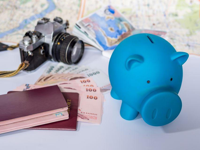 Απαραίτητα αντικείμενα πριν από ταξίδι: διαβατήριο, φωτογραφική, χρήματα