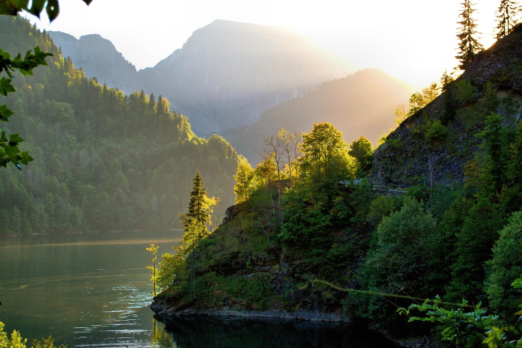 Самые дешевые страны для отдыха —Абхазия и не только. На фото — озеро Рица
