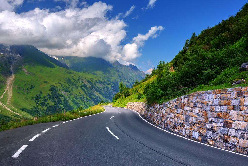 瑞士公路旅行在瑞士乘汽车