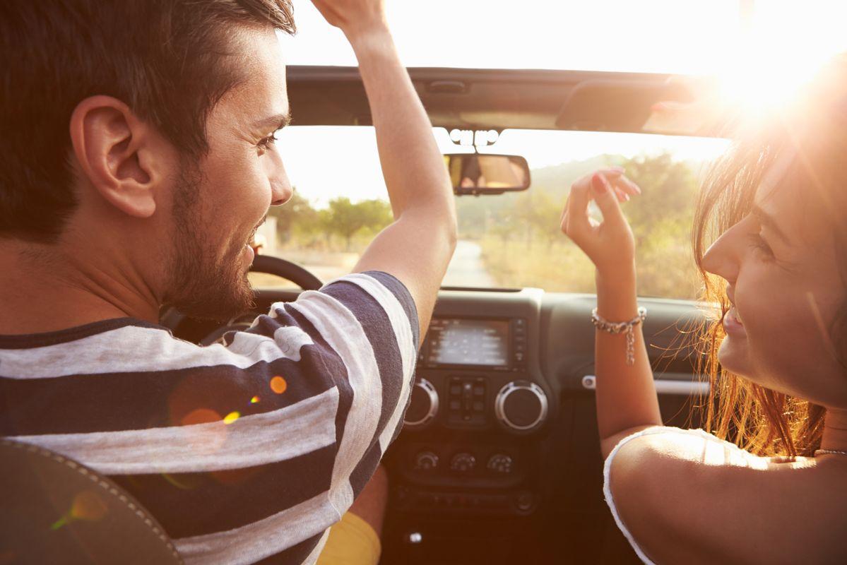 Ζευγάρι σε road trip
