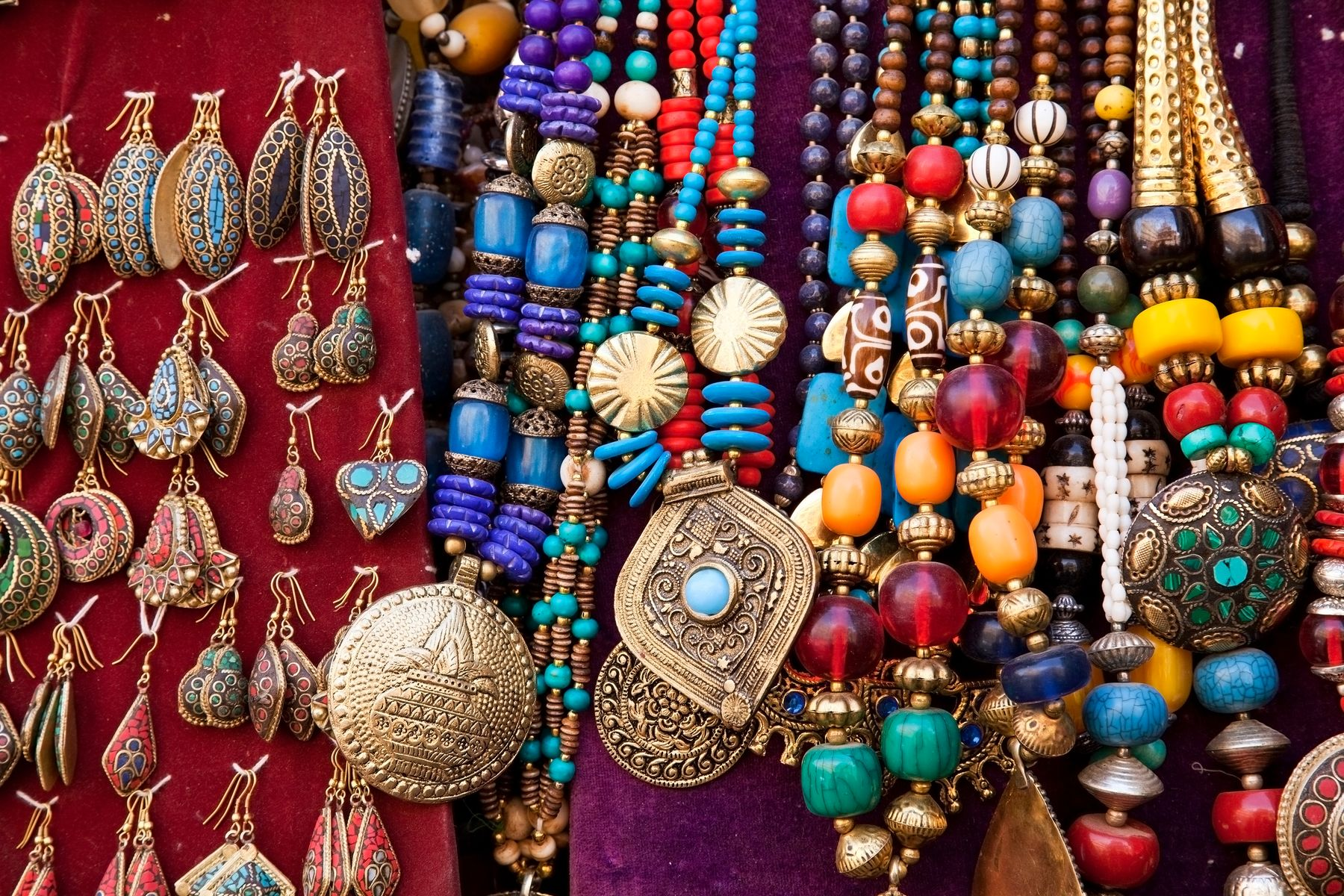 At Yaiza, you can buy Lanzarote gemstones and jewellery