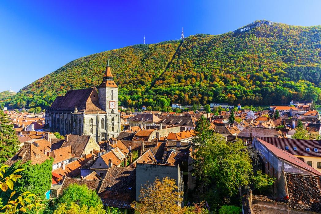 Braşov, Romanya ve yeşil dağ manzarası