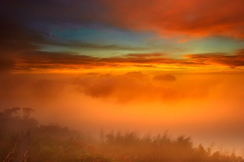 amanecer en ali mountain en taiwán