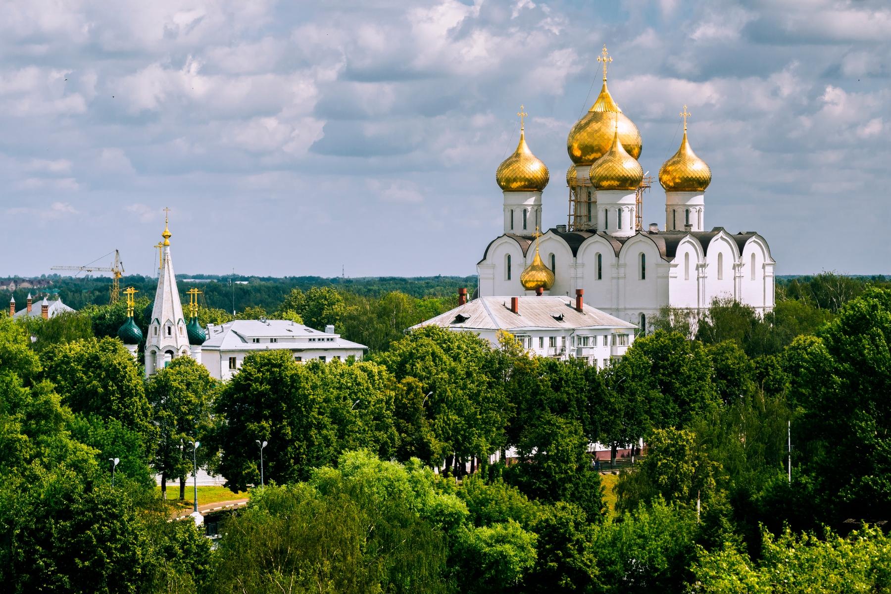 Золотые купола Успенского собора в Ярославле и другие прекрасные древнерусские места