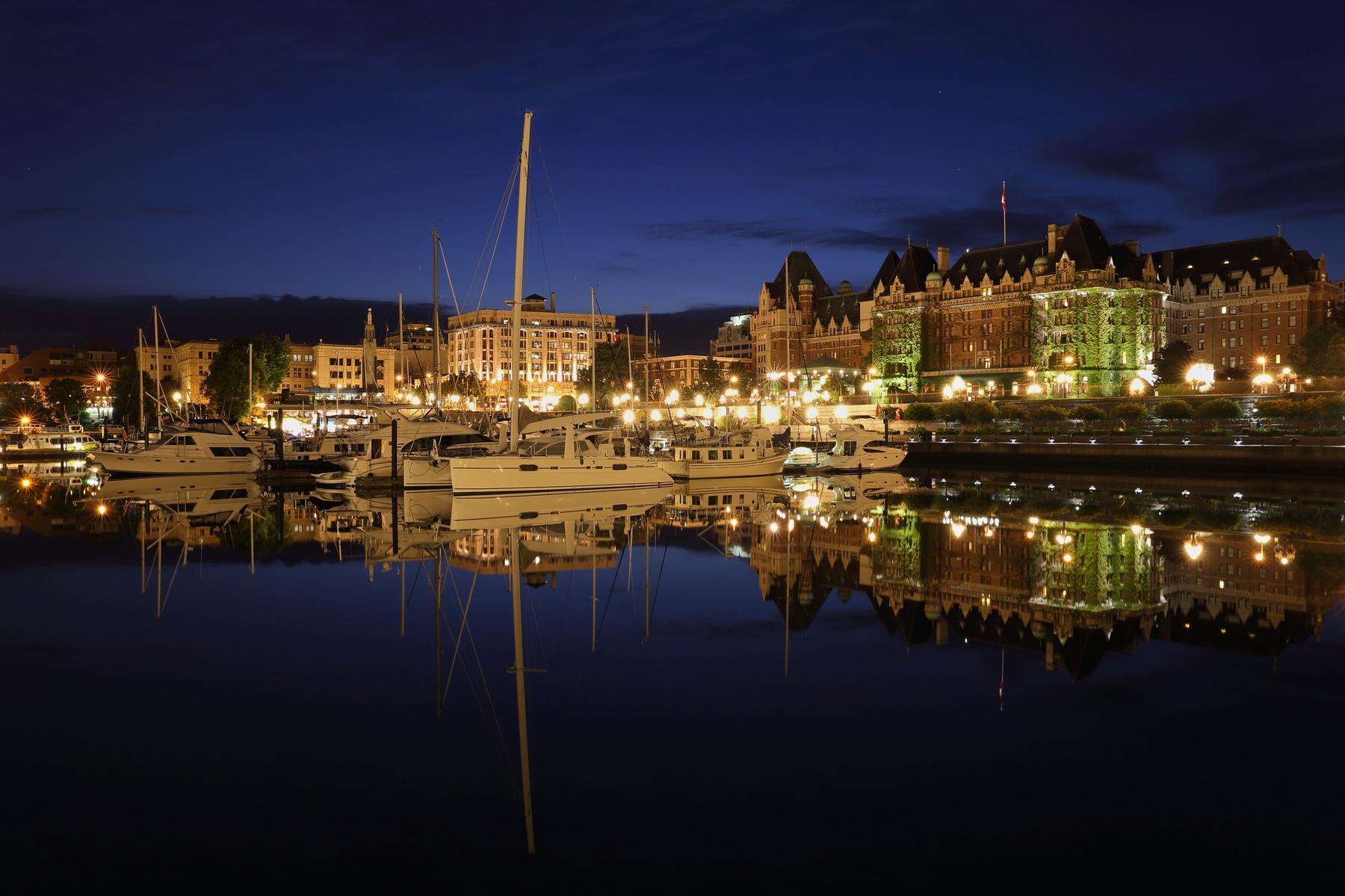 victoria bc harbour at night