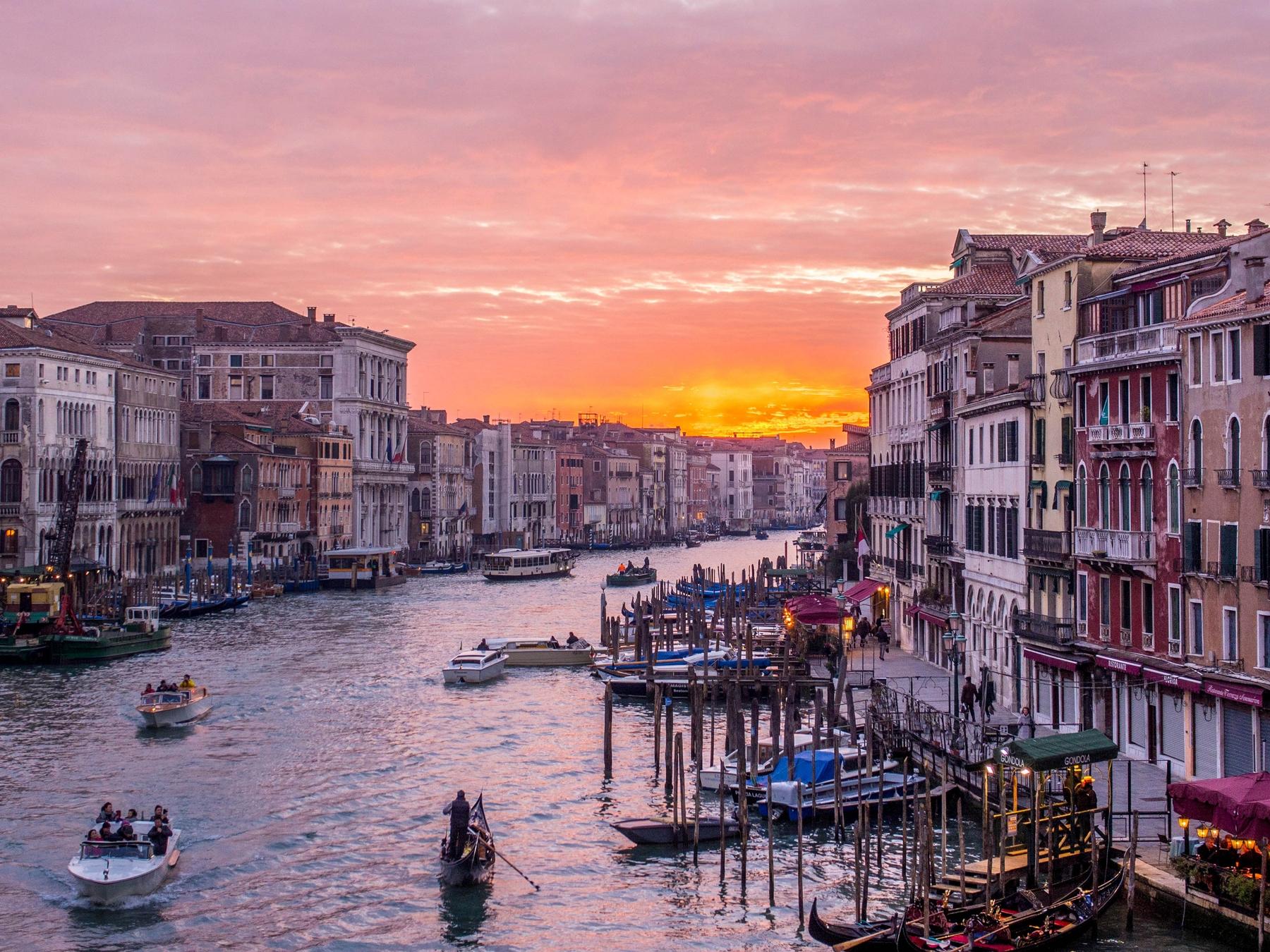 Вид на вечернюю Венецию