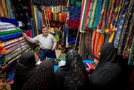 Vendedor de telas en Irán. Fotografía de © Bisual Studio