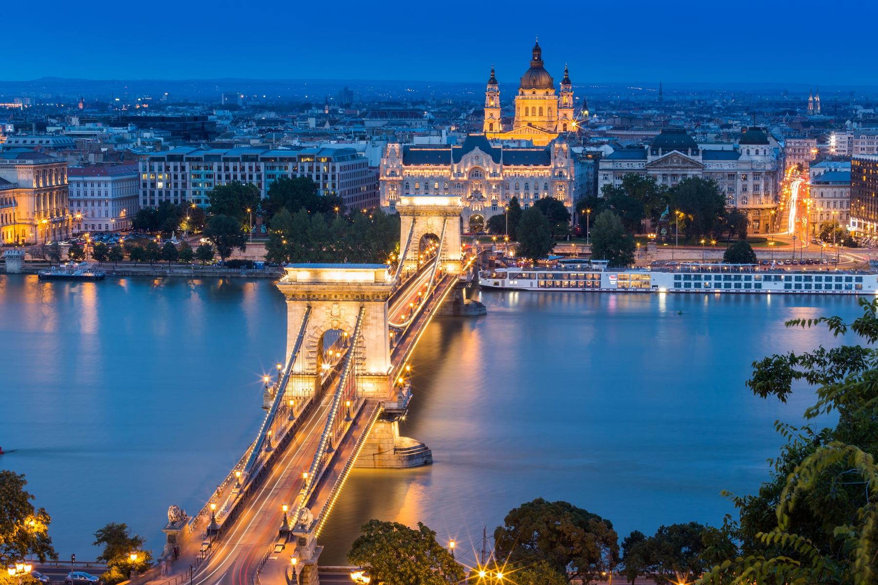 Chain Bridge in Budapest - בודפשט
