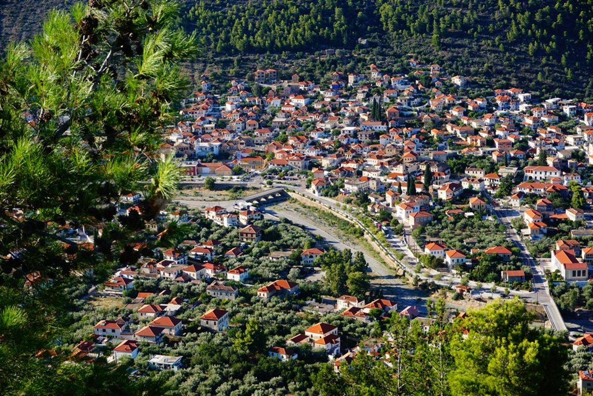 To Λεωνίδιο από ψηλά - πού να πάτε εκδρομή το Πάσχα στην Ελλάδα