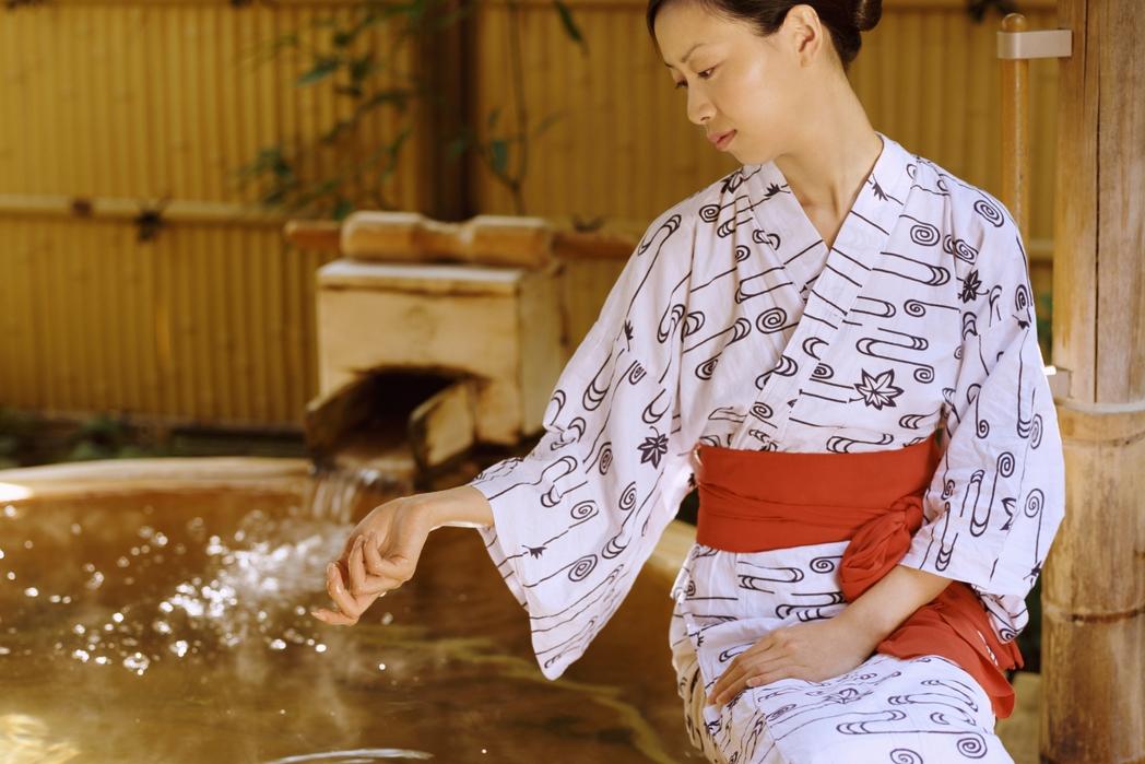 Γυναίκα με παραδοσιακή γιαπωνέζικη φορεσιά - ταξίδι στο Τόκιο