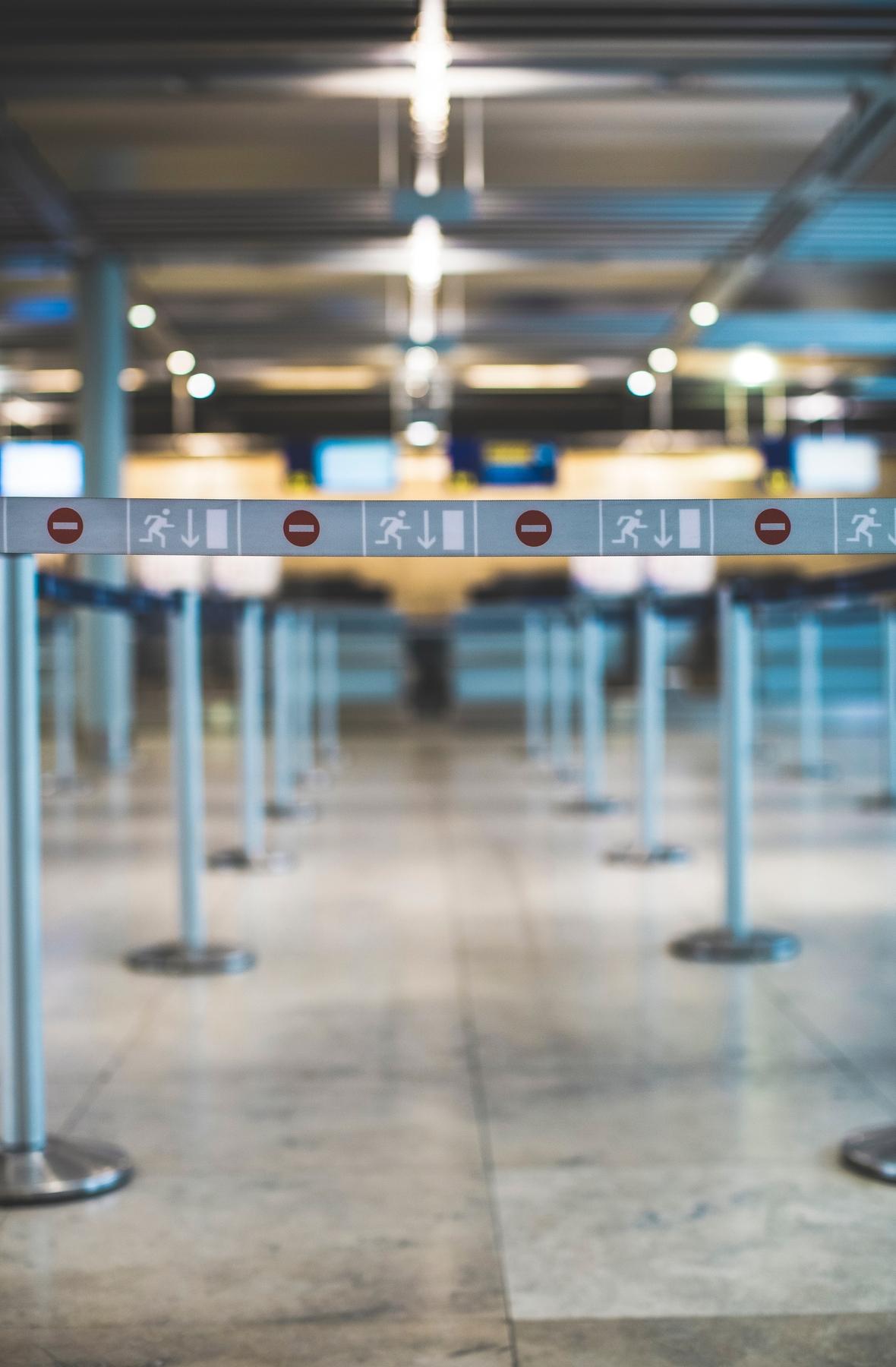 Как защититься от коронавируса в аэропорту и в самолете