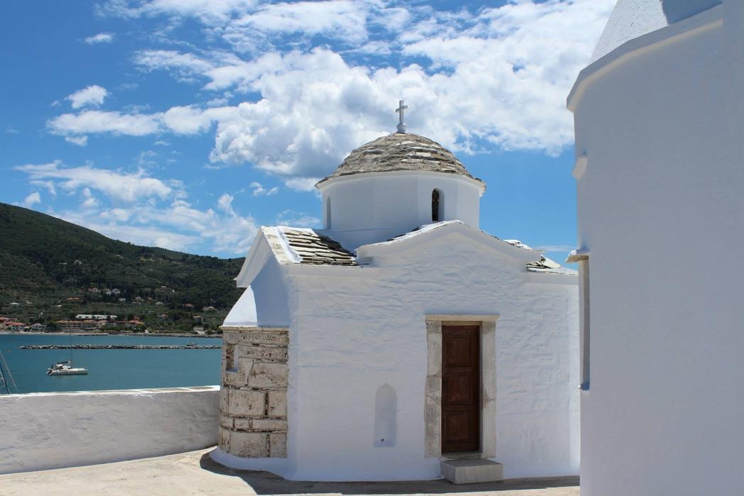 Εκκλησία στη Σκόπελο - πού να πάτε ταξίδι το Πάσχα στην Ελλάδα