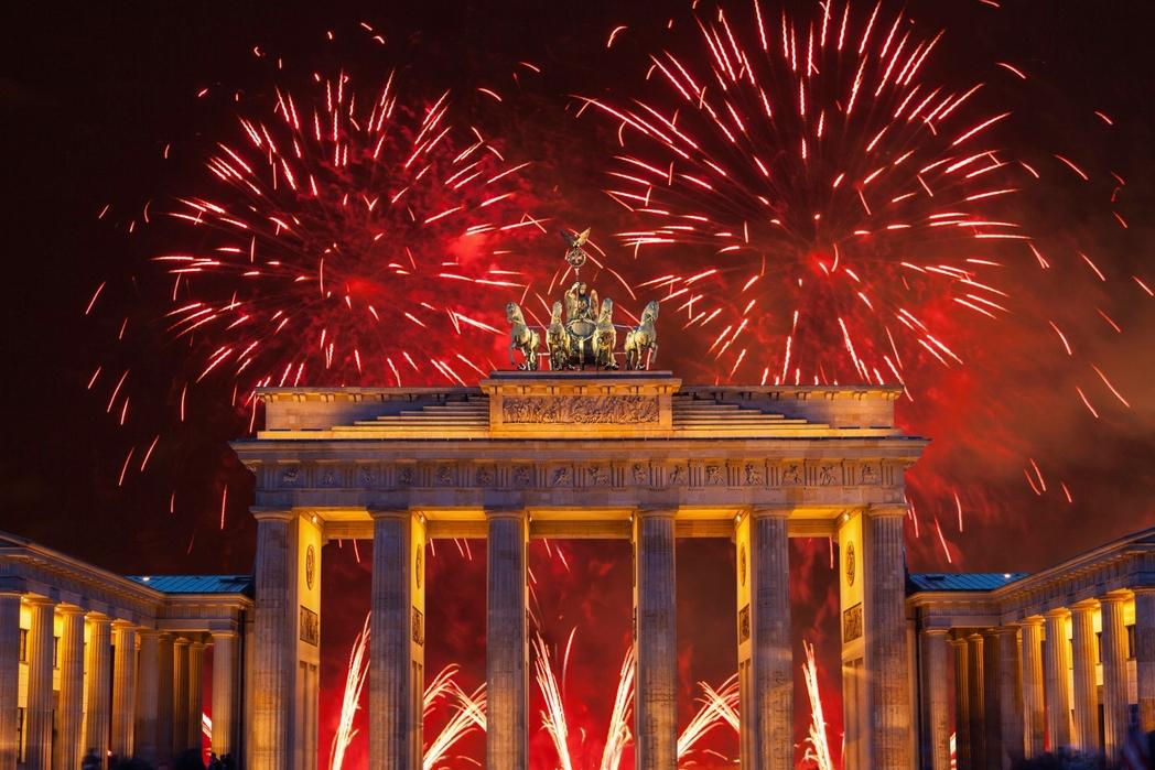 New Year fireworks in Brandenburg Gate, Berlin