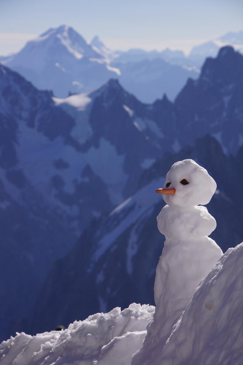 Χιονάνθρωπος στο βουνό.