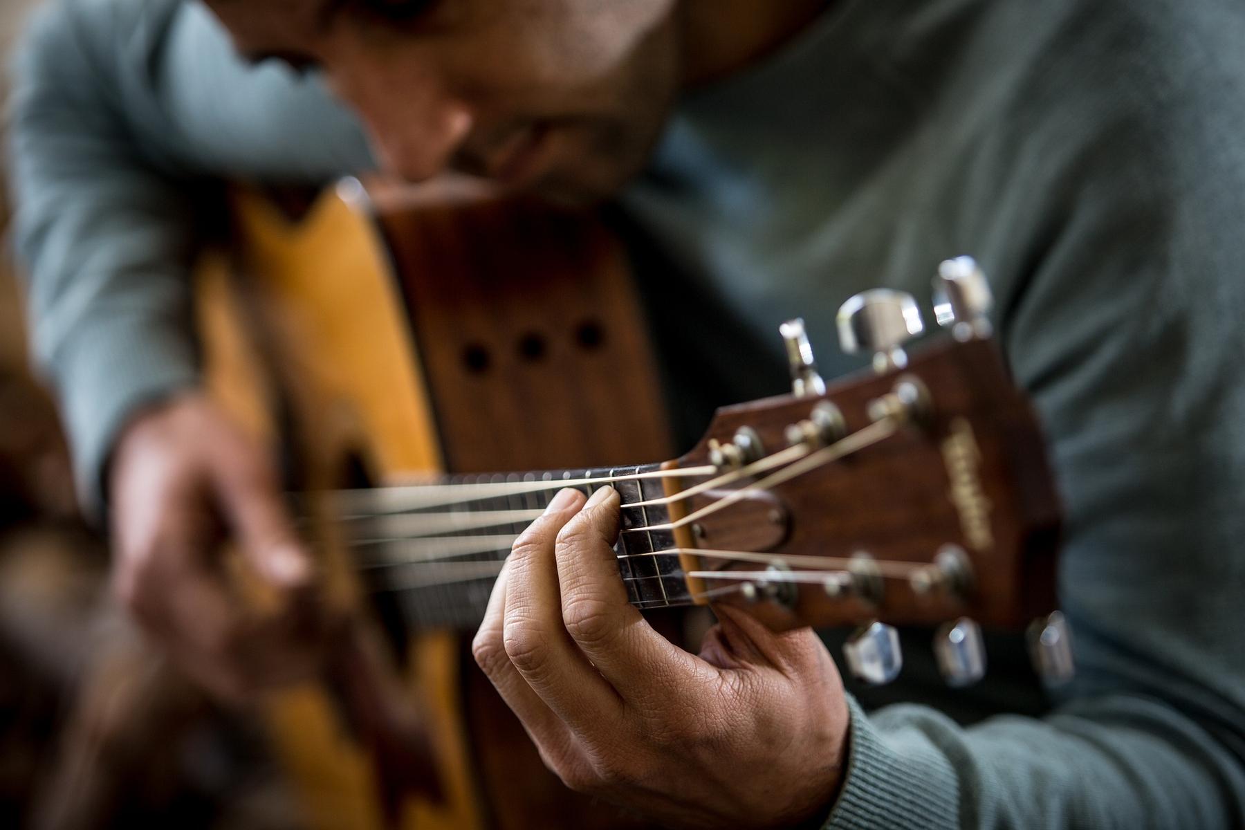 En el Museo del a Guitarra Española Antonio de Torres se puede escuchar y tocar diferentes guitarras.