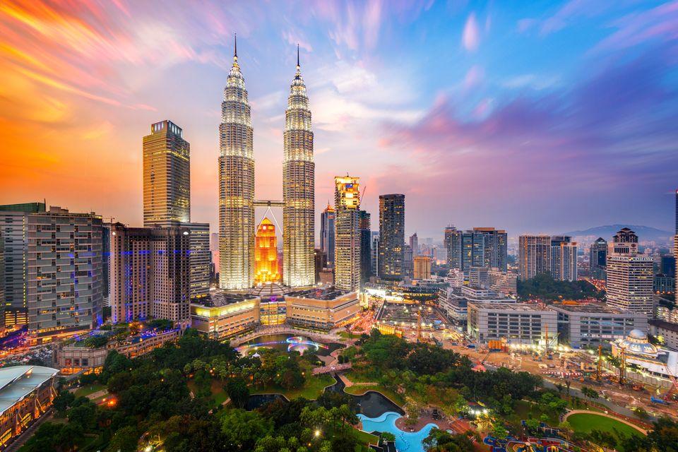 Oι Δίδυμοι Πύργοι Petronas στην Κουάλα Λουμπούρ, Μαλαισία - city-hopping στην Ασία