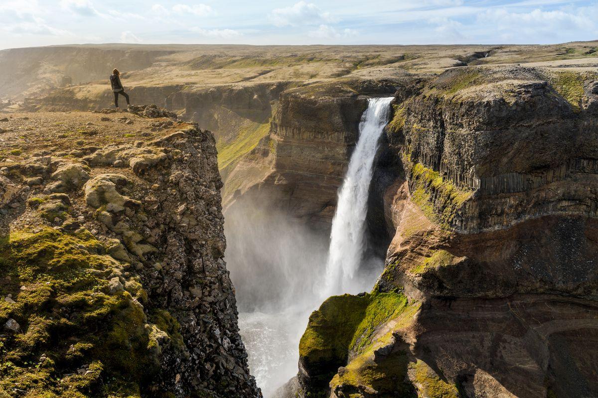 Водопад Хауифосс (исл. Háifoss) на юге Исландии на реке Фоссау в регионе Сюдюрланд, расположен рядом с вулканом Гекла