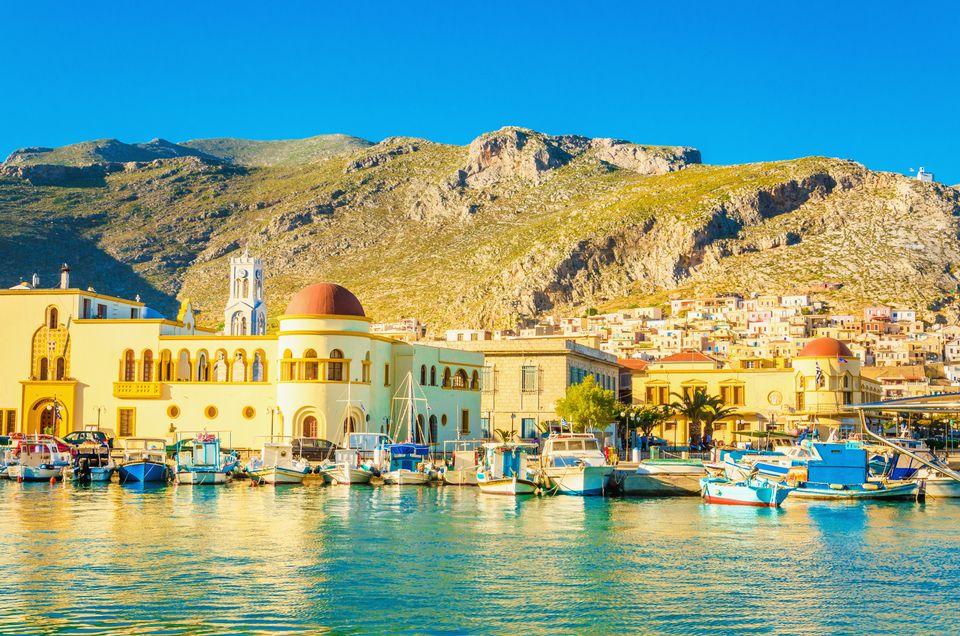 Το δημαρχείο πρωταγωνιστεί στο λιμάνι της Πόθιας, νήσος Κάλυμνος, Δωδεκάνησα