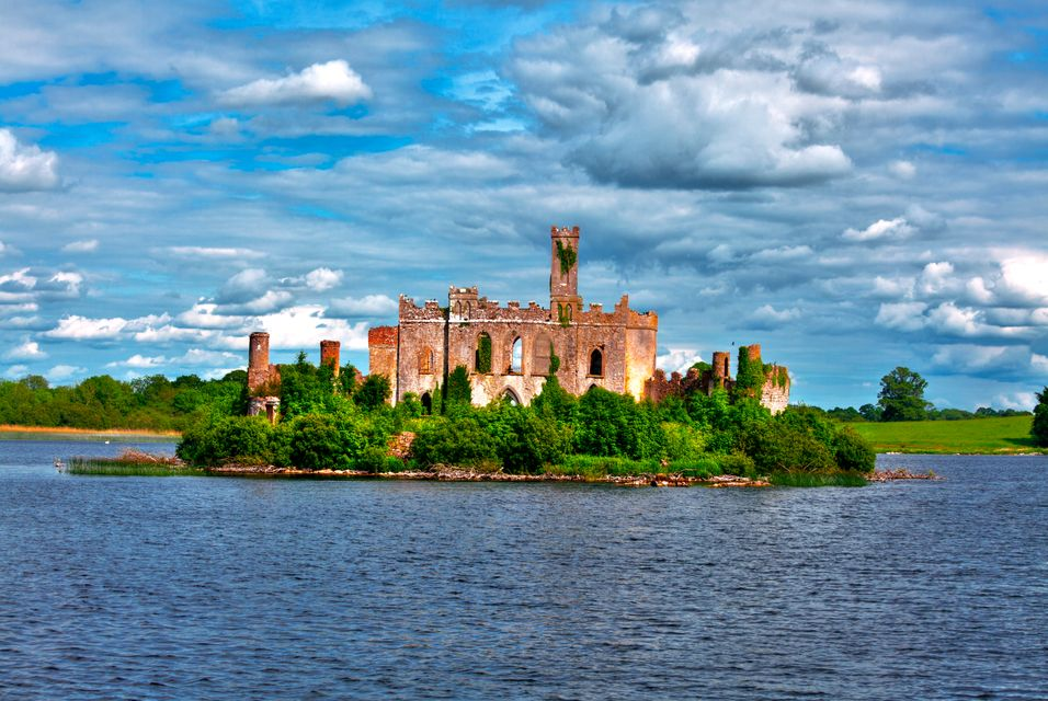 Castle ruins set on an island on the River Shannon.