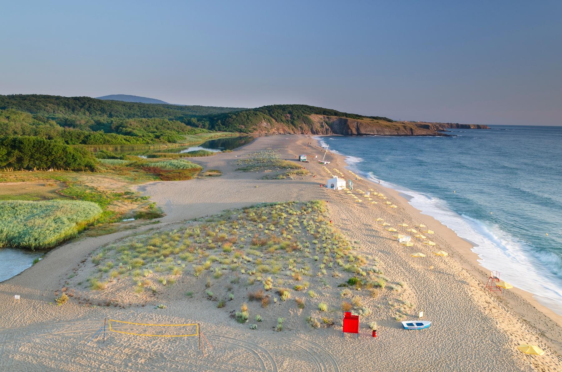 Отпуск с детьми на море: найти дешевые билеты в Болгарию из России