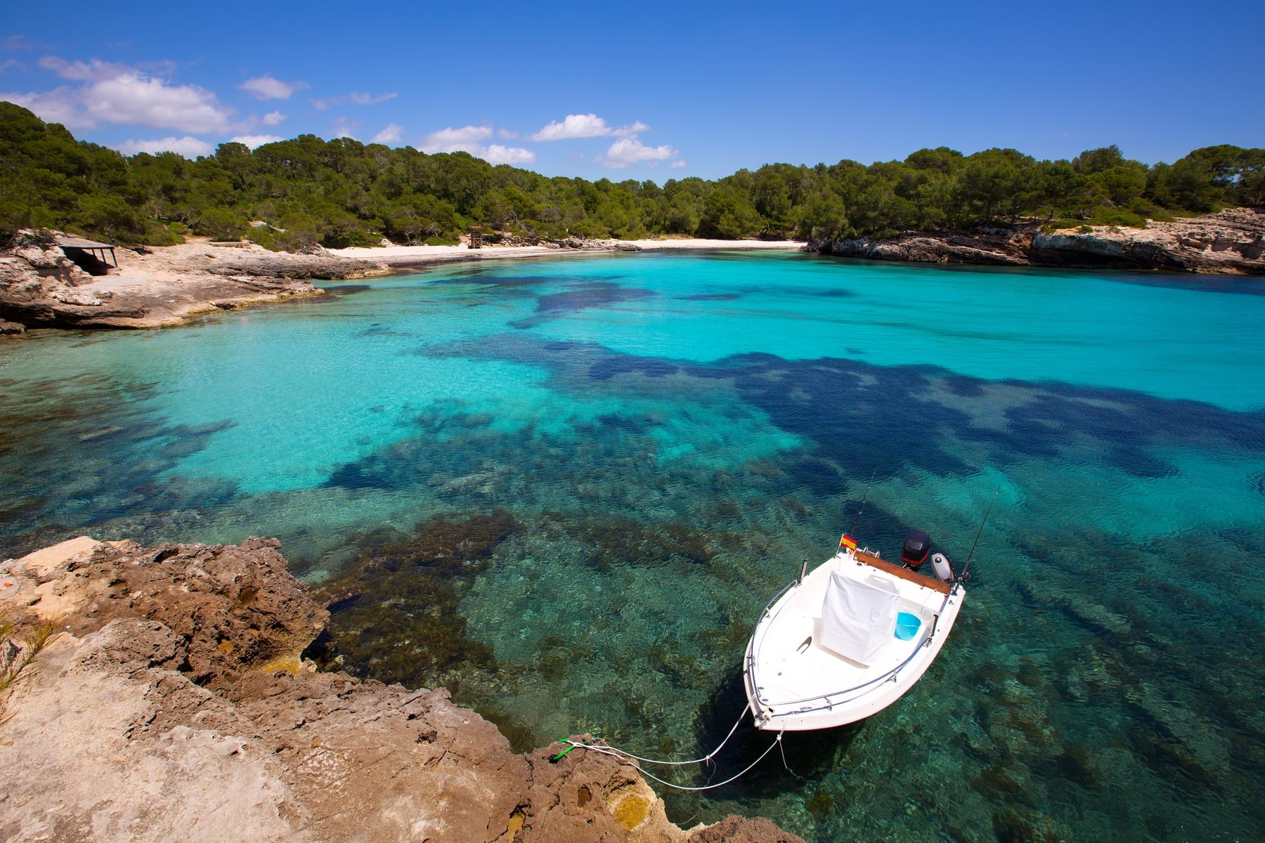 Cala Turqueta: una de las mejores playas de Menorca, ¡sin lugar a dudas!