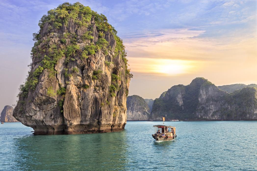 Καράβι στον Κόλπο Χα Λονγκ - ένα απ' τα τοπ αξιοθέατα στο Βιετνάμ
