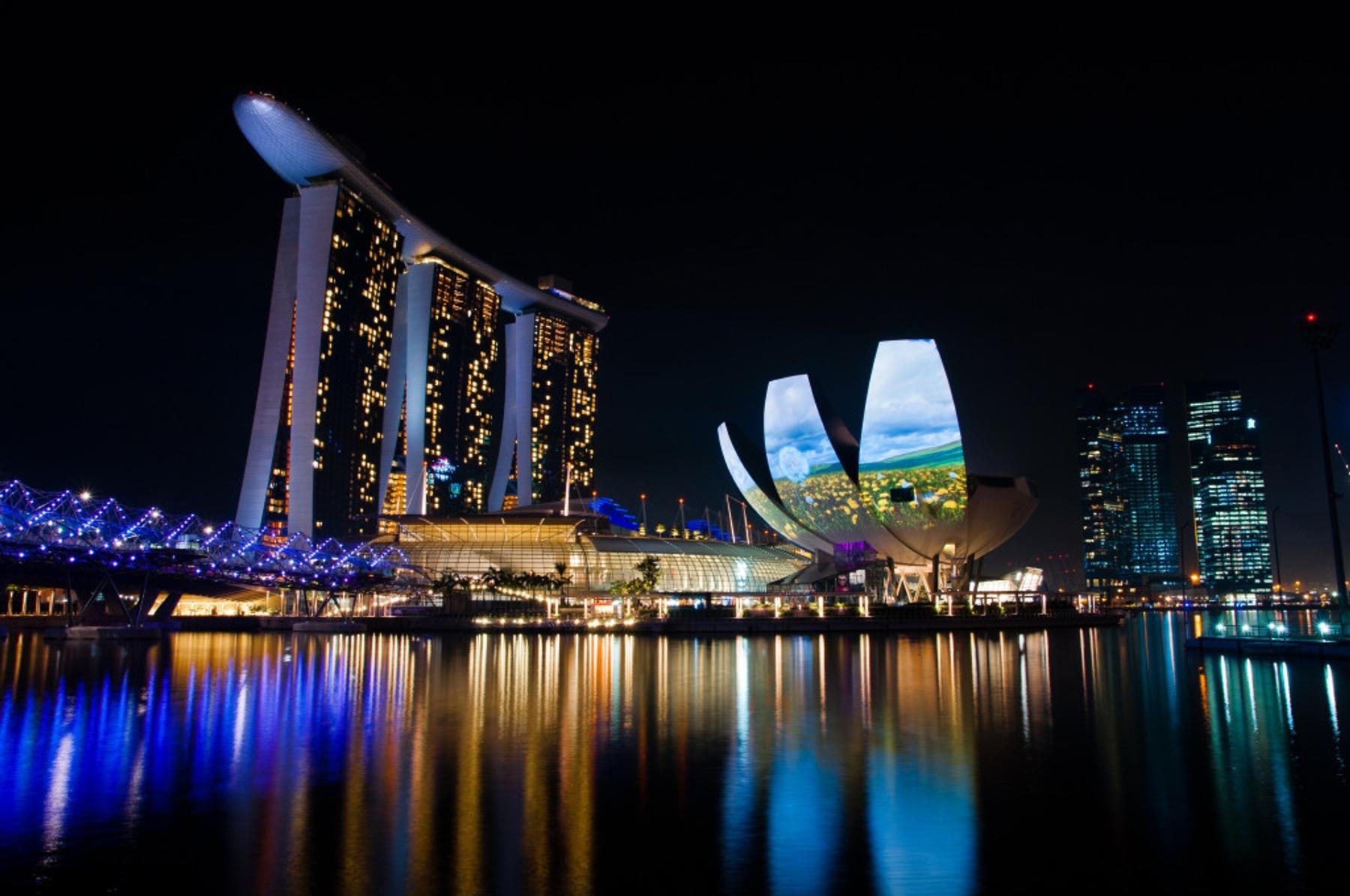 Blick auf das Marina Bay Sands Hotel in Singapur