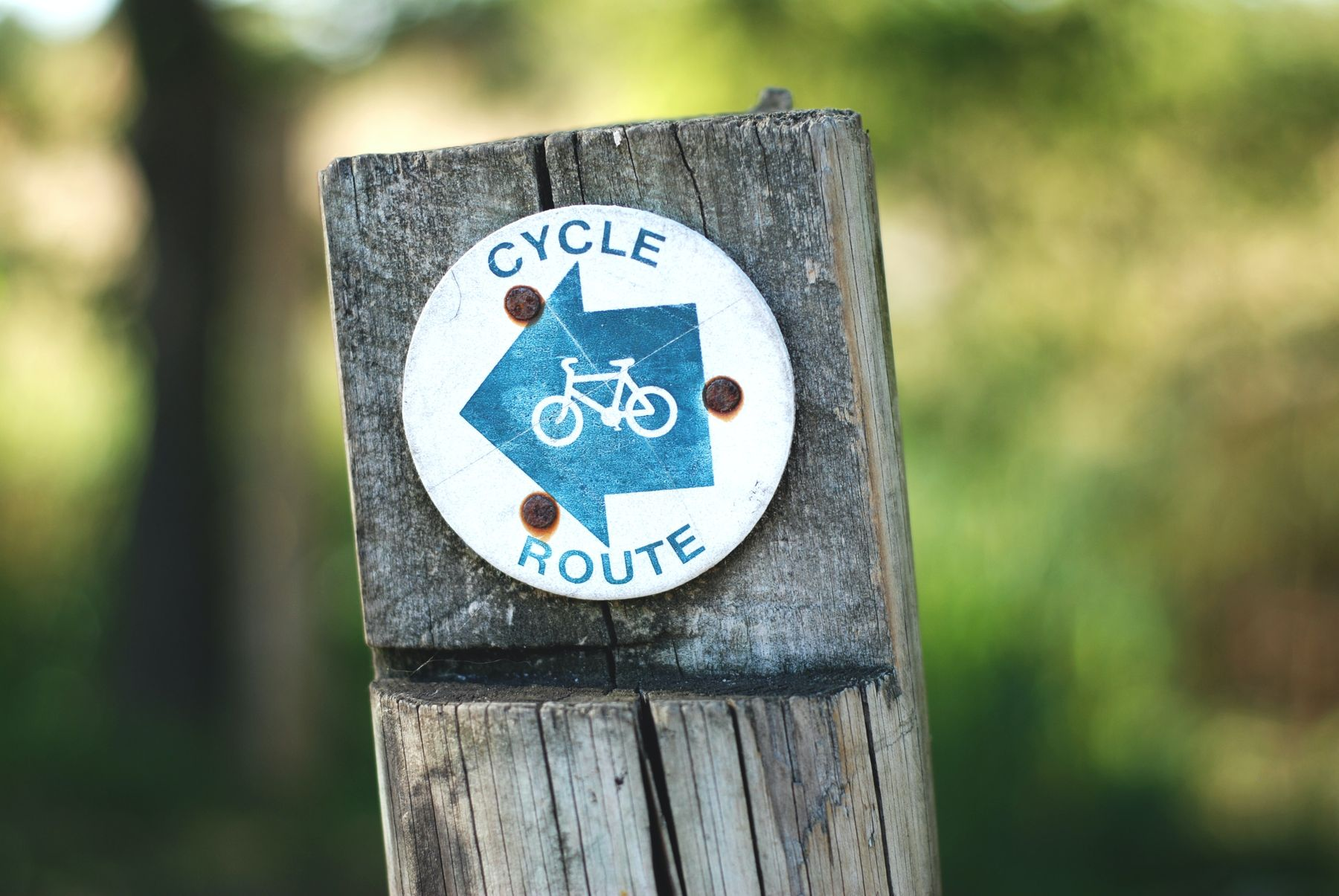 cycle route sign in blue