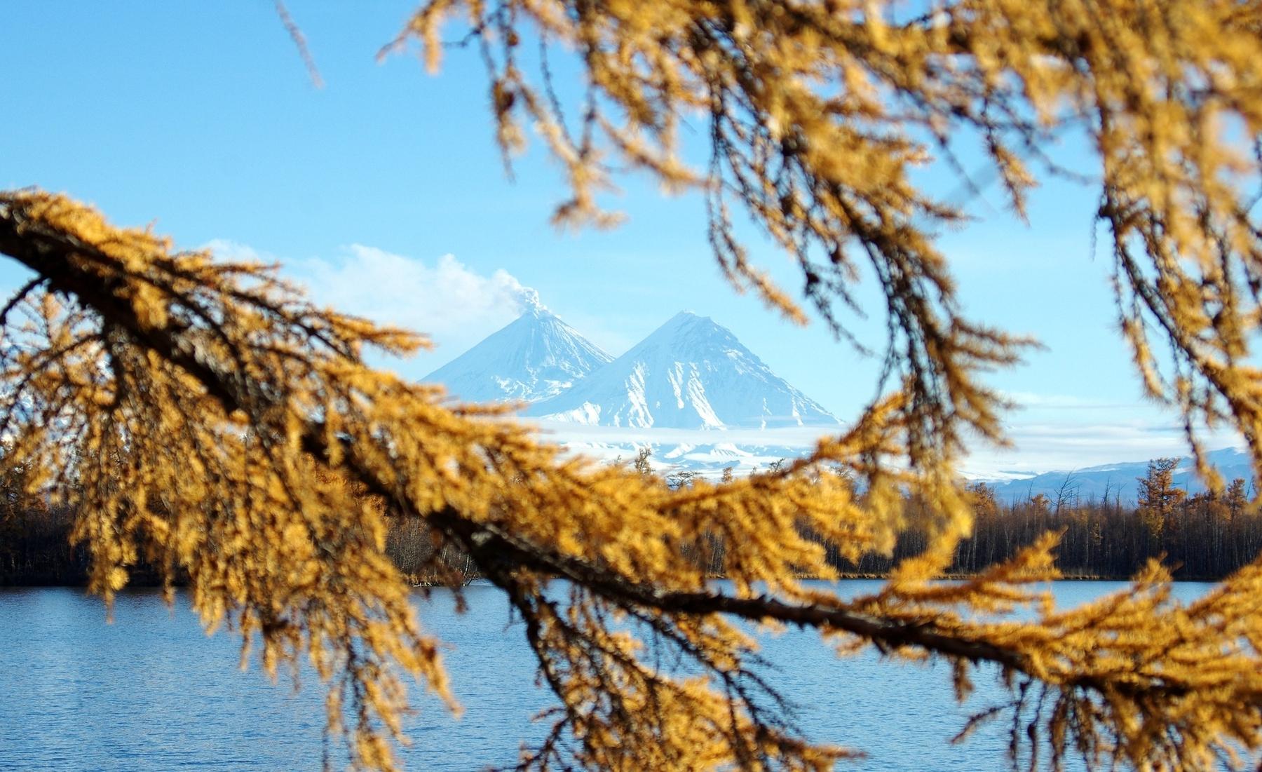 Вулканы и достопримечательности Камчатки осенью
