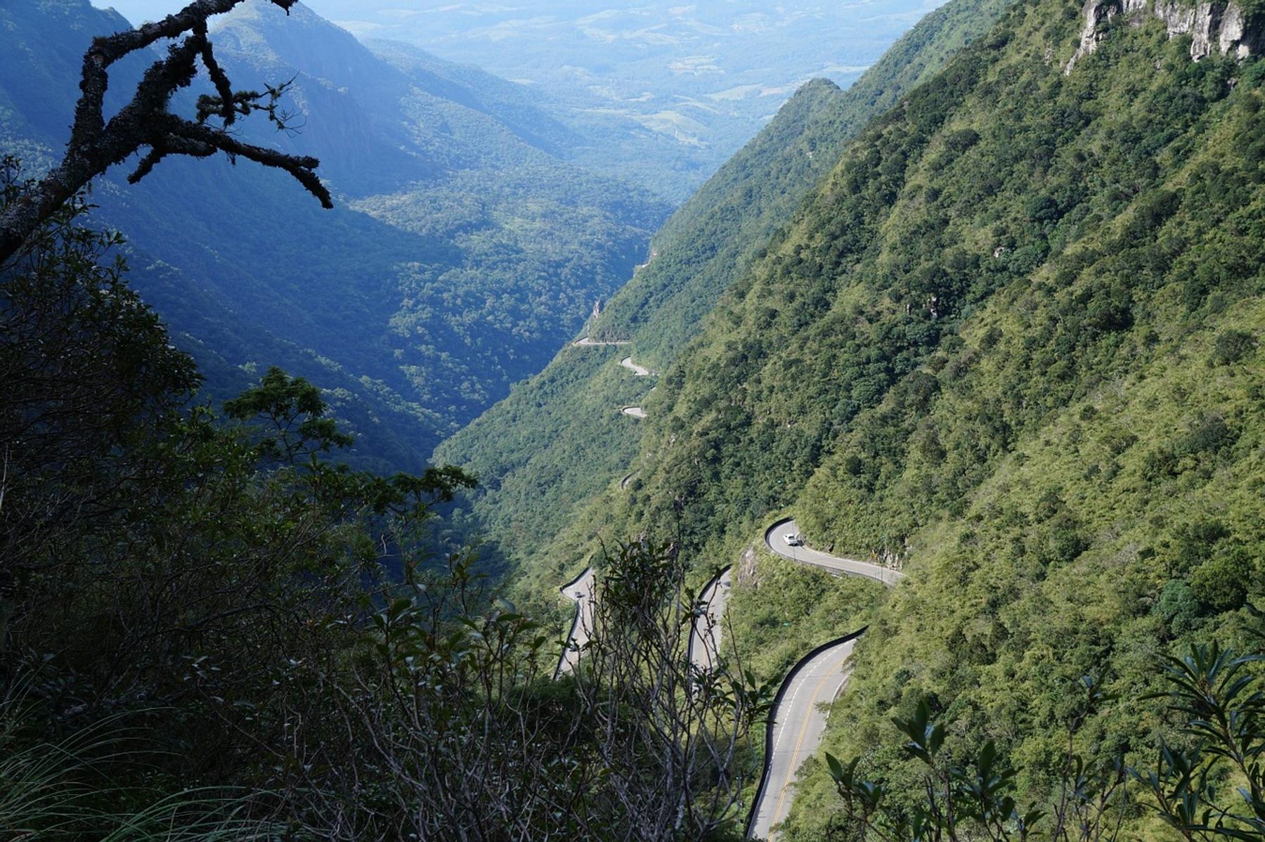 Foto da Serra do Rio do Rastro, uma das estradas mais bonitas do Brasil.
