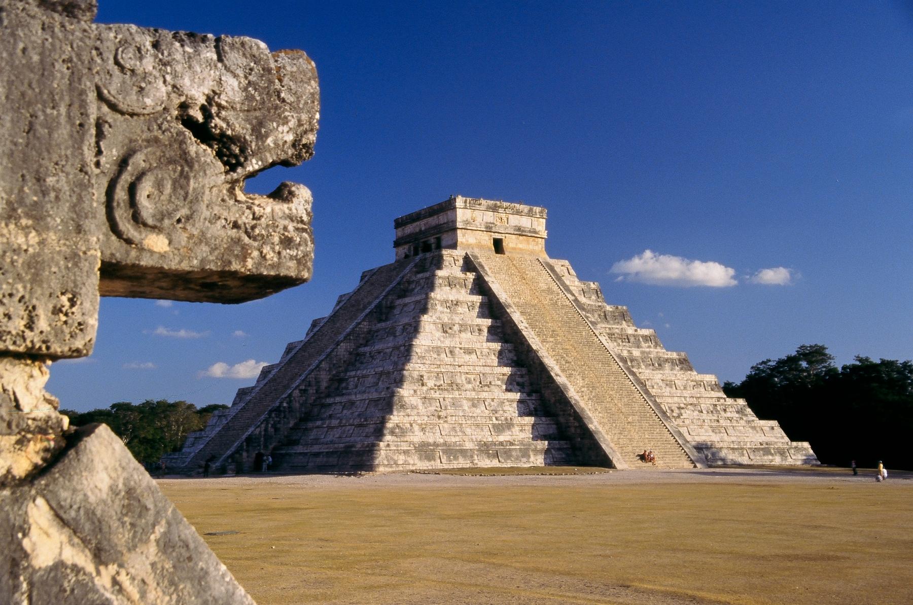 Пирамида Кукулькана в городе Чичен-Ица в Мексике