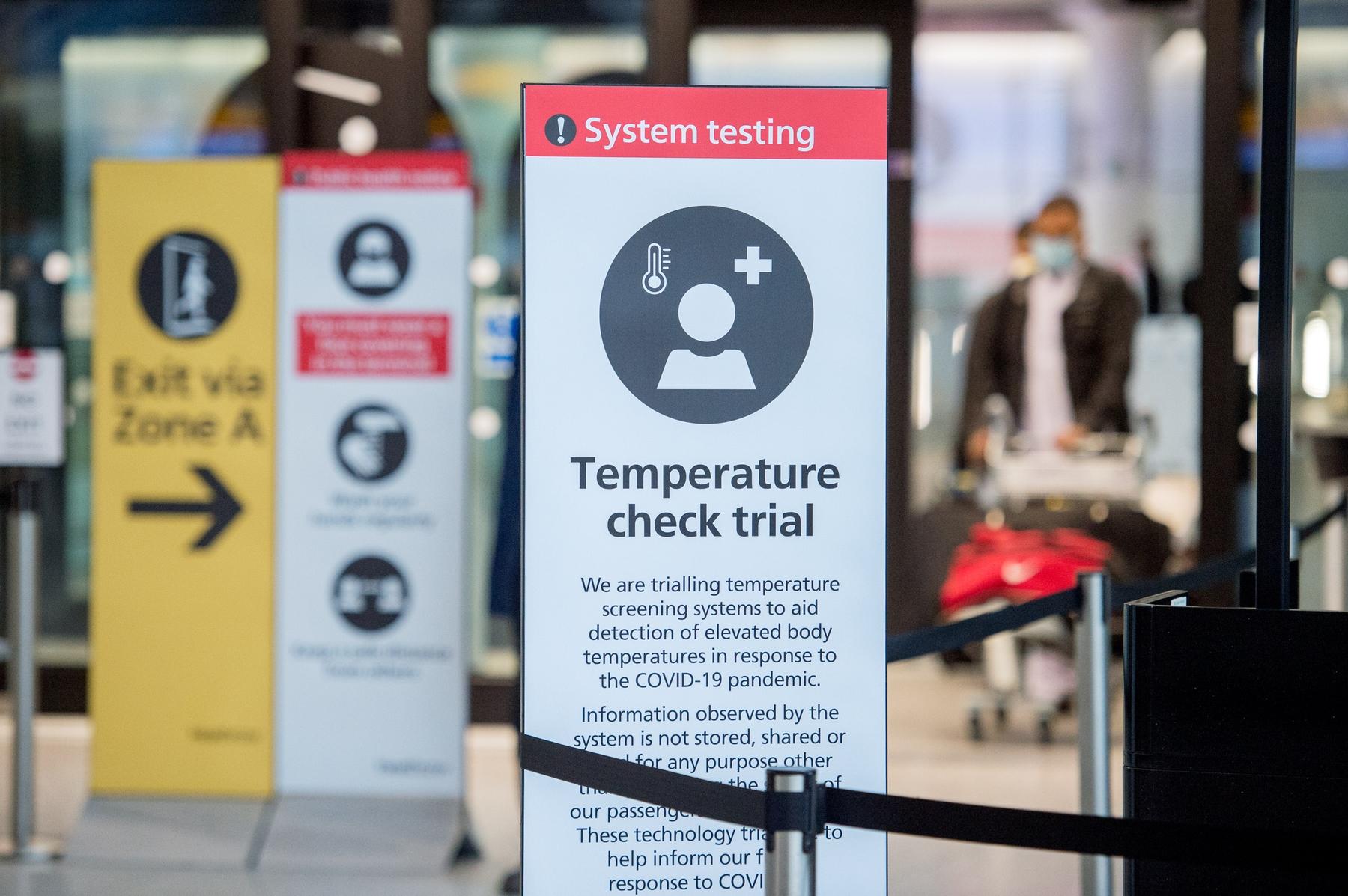 Certains aéroports vous soumettront aux vérifications de la temperature
