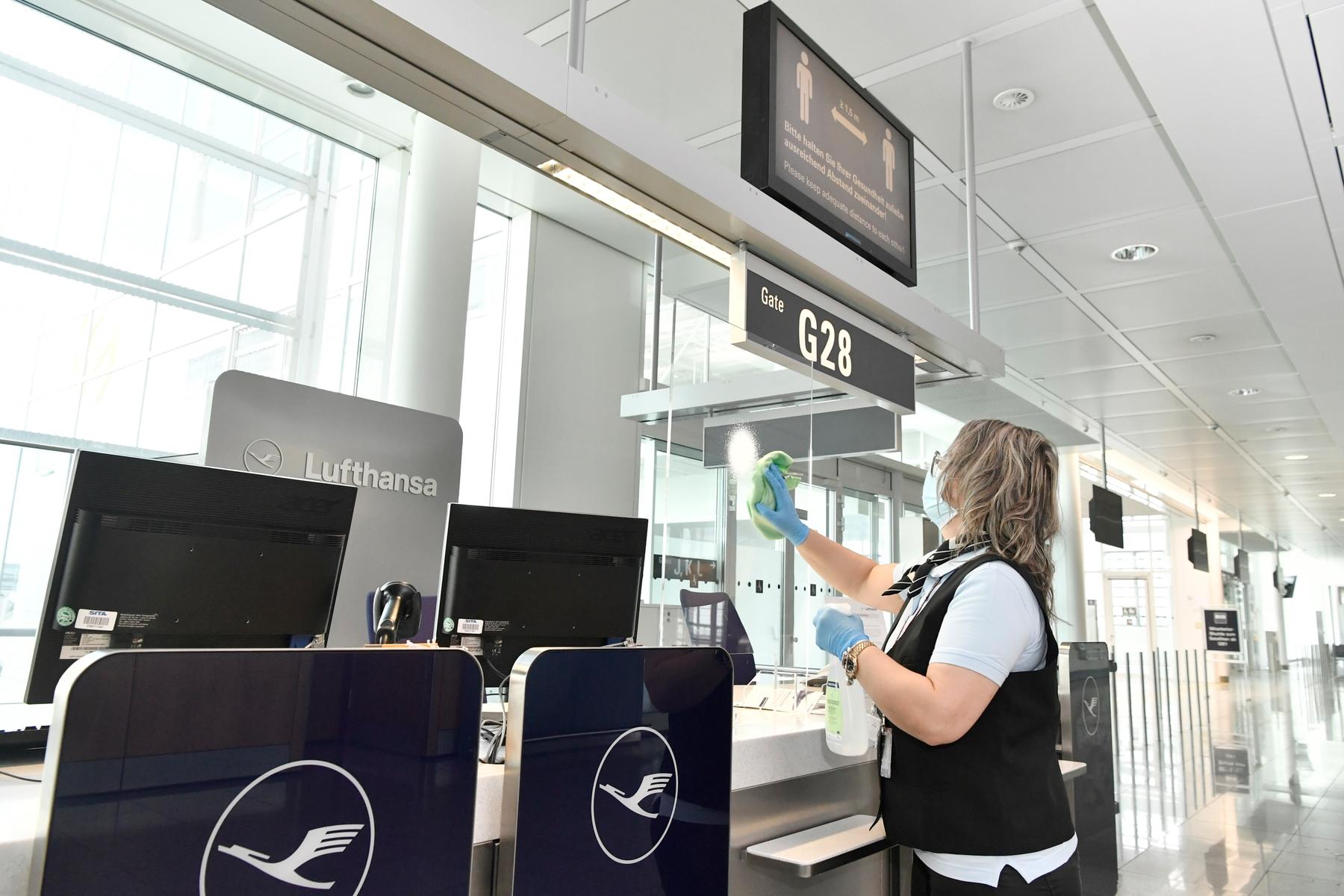 Limpieza sanitaria en aeropuerto