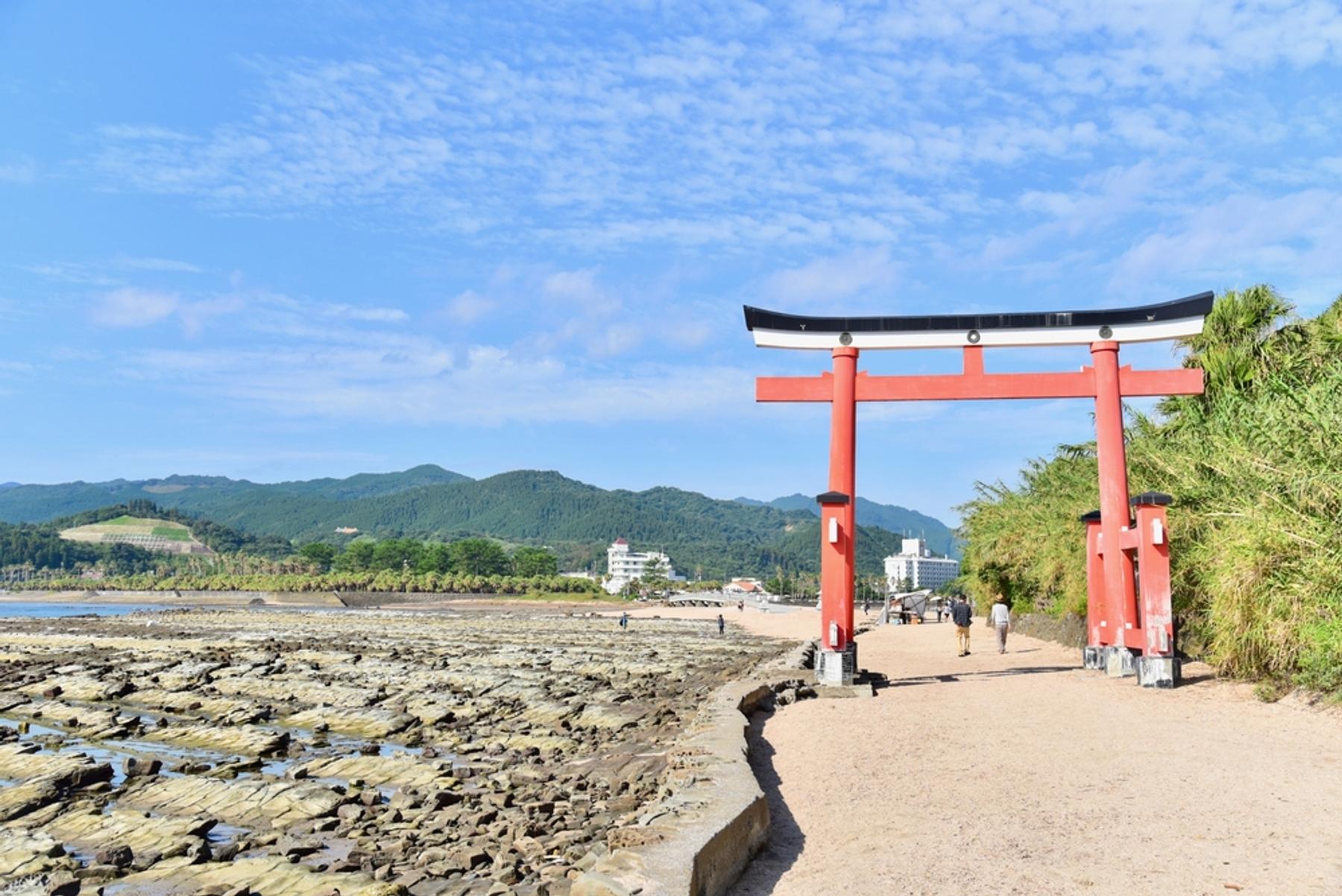 宮崎県 青島神社の鳥居と鬼の洗濯板